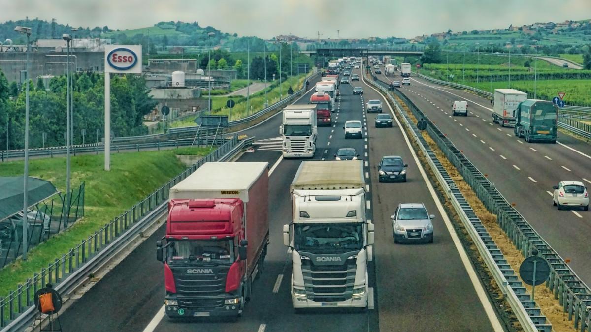 Transport: voor vrachtauto's per 2026 kilometerheffing